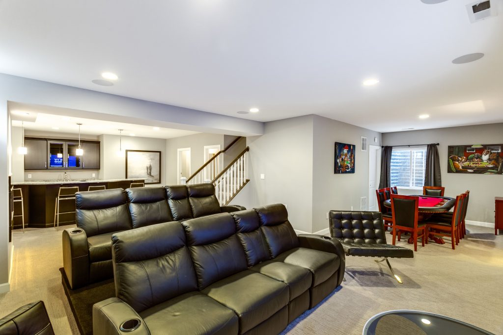 Building a theater room in your basement: recommendations and tips.